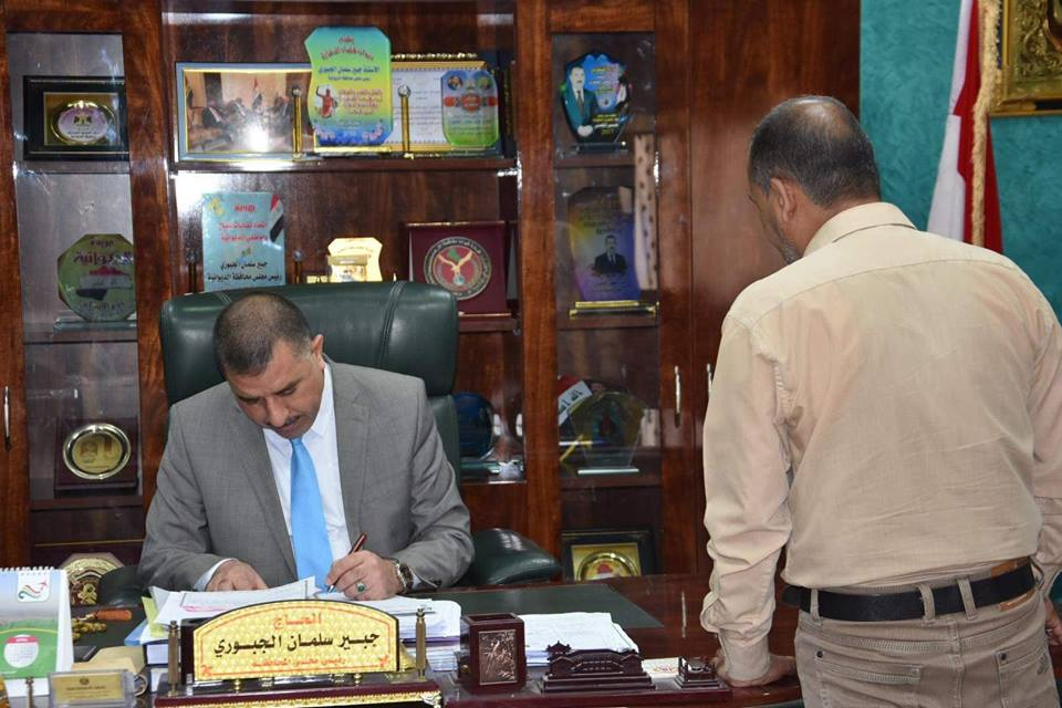 رئيس مجلس المحافظة يلتقي عدداً من المواطنين في مكتبه الرسمي