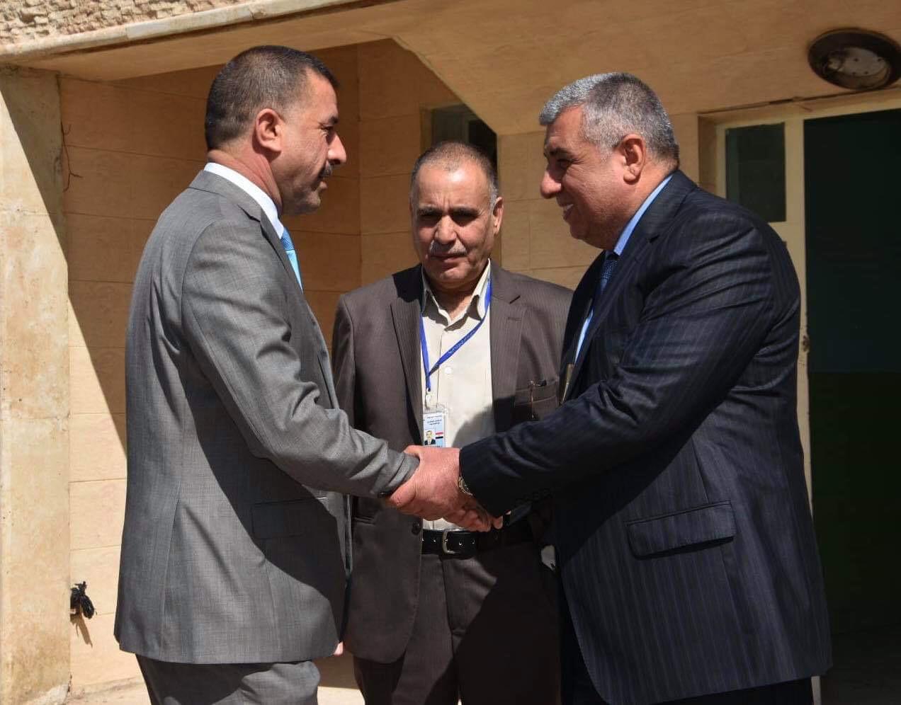 من اجل تذليل المعوقات التي تواجه عملهم : رئيس مجلس المحافظة يزور المستشفى البيطري في المحافظة