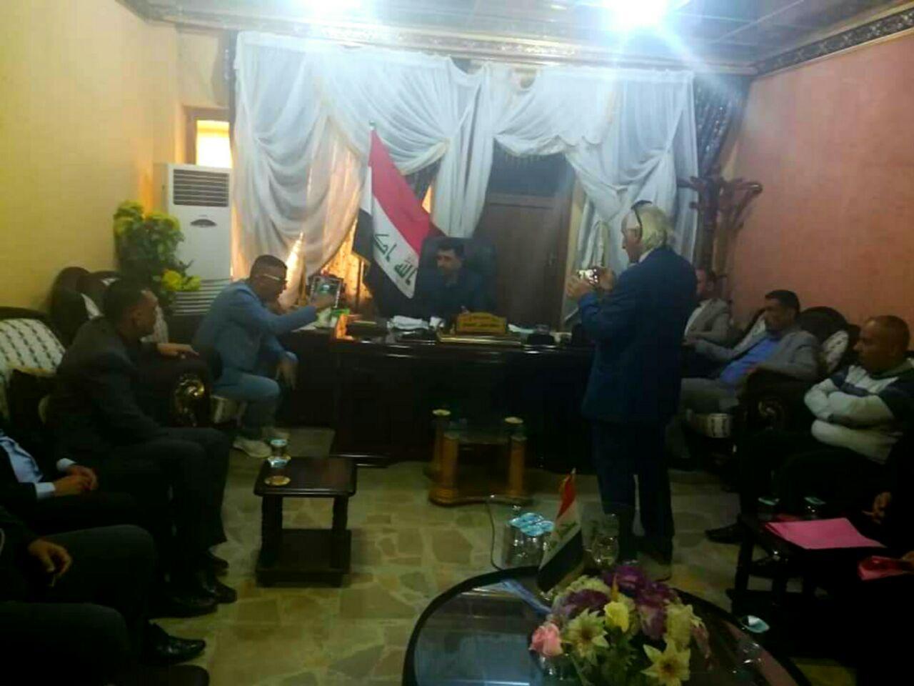 رئيس لجنة حقوق الإنسان يلتقي بعدد من المتظاهرين للاستماع لمطالبهم