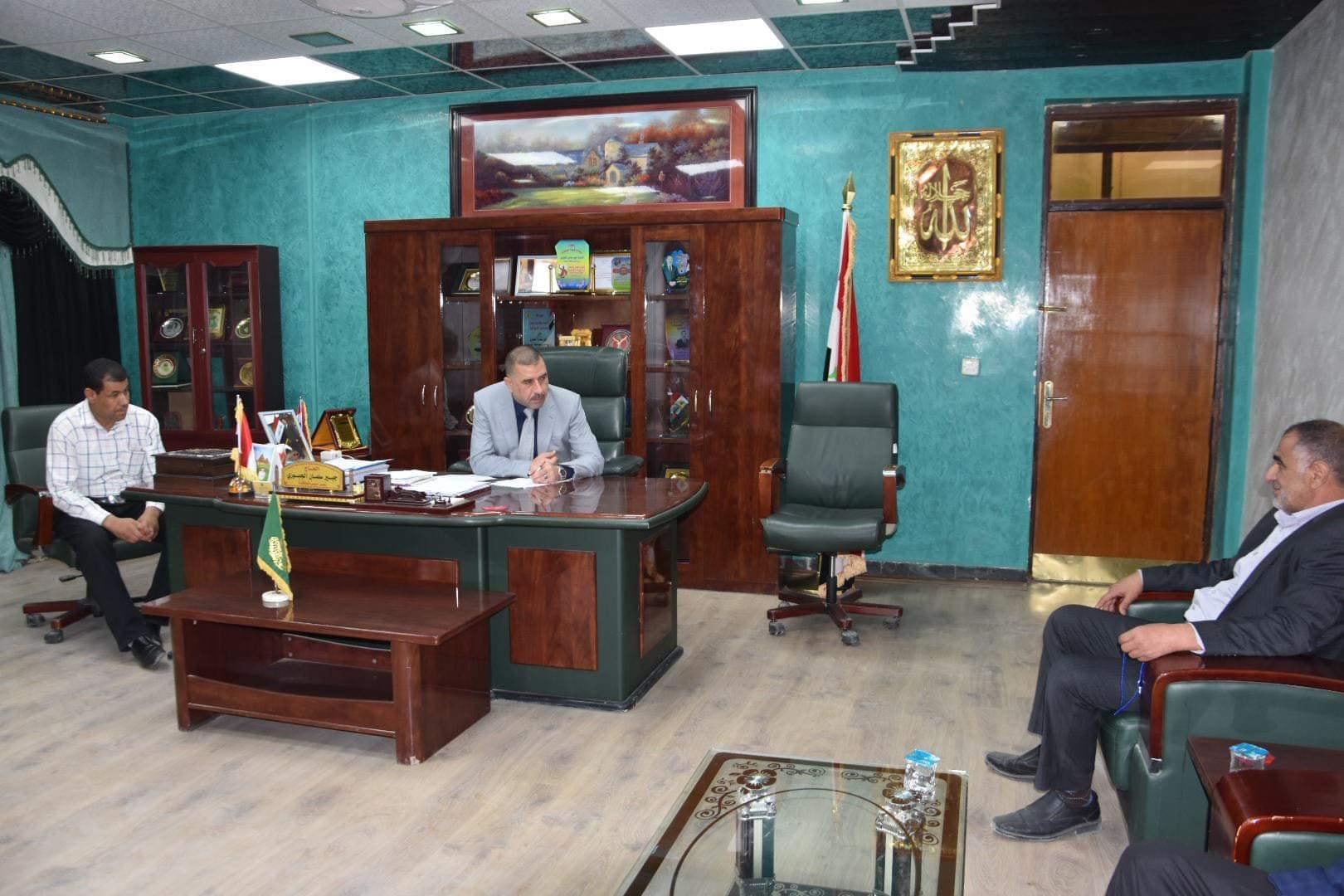 رئيس مجلس المحافظة يستقبل عددا من المواطنين في مكتبه الرسمي