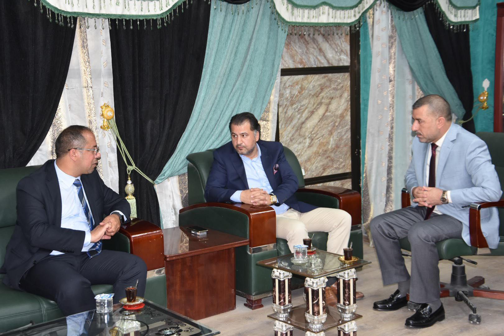 رئيس مجلس المحافظة يلتقي المدير التنفيذي لشركة سرهات التركية للمقاولات