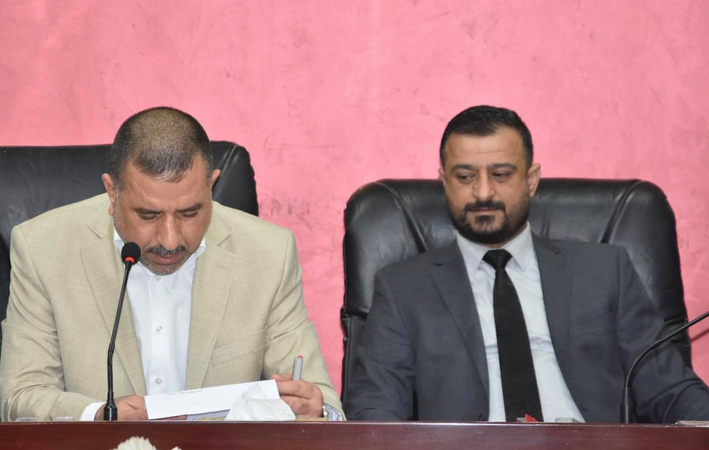 خلال جلسته الدورية : مجلس المحافظة يصوت بالتعاقد مع جميع الأجور اليومية فورا في دوائر البلدية والماء والمجاري المنقولة الصلاحية