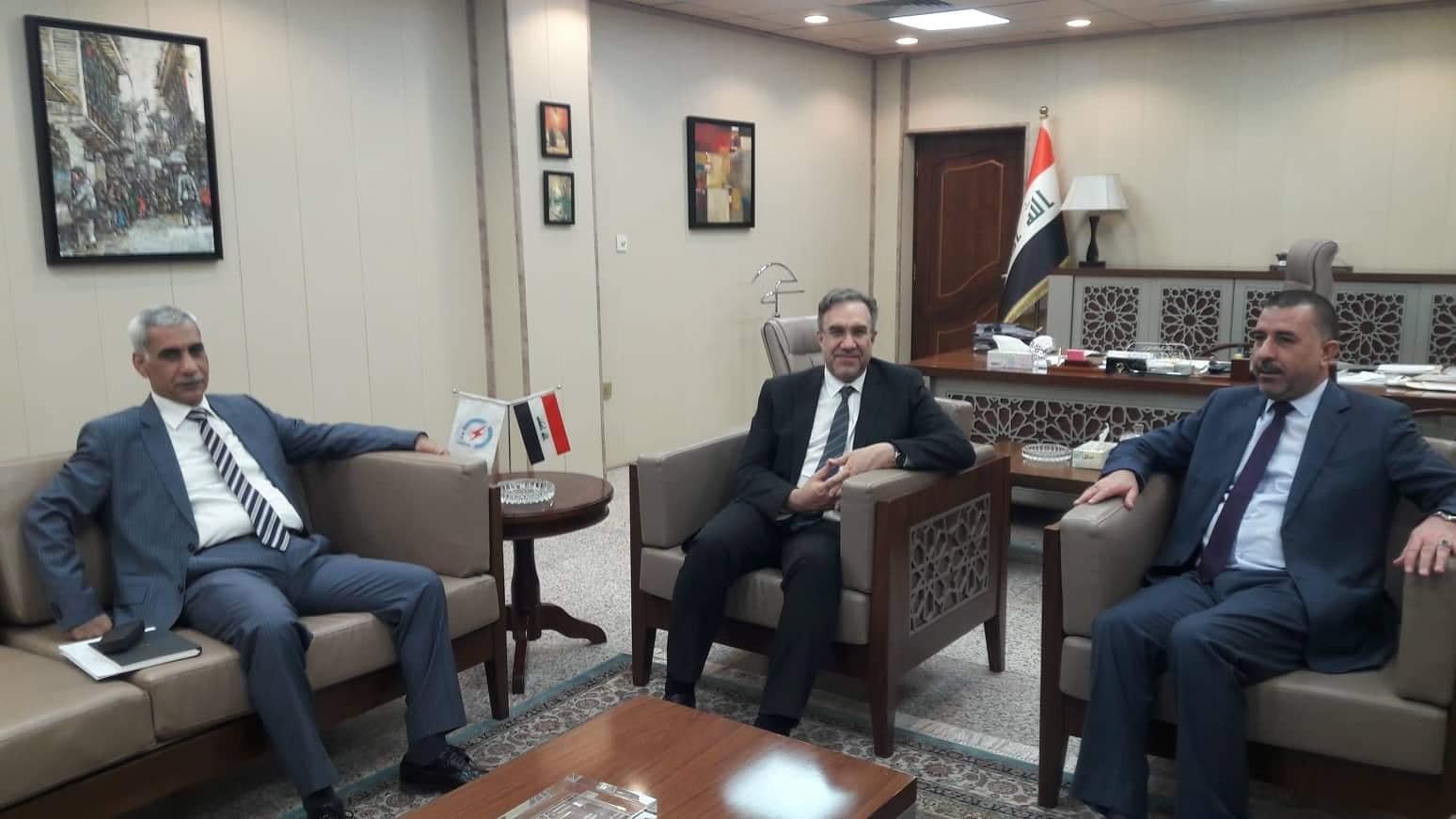 رئيس مجلس المحافظة يلتقي وزير الكهرباء في مقر إقامته بالعاصمة بغداد