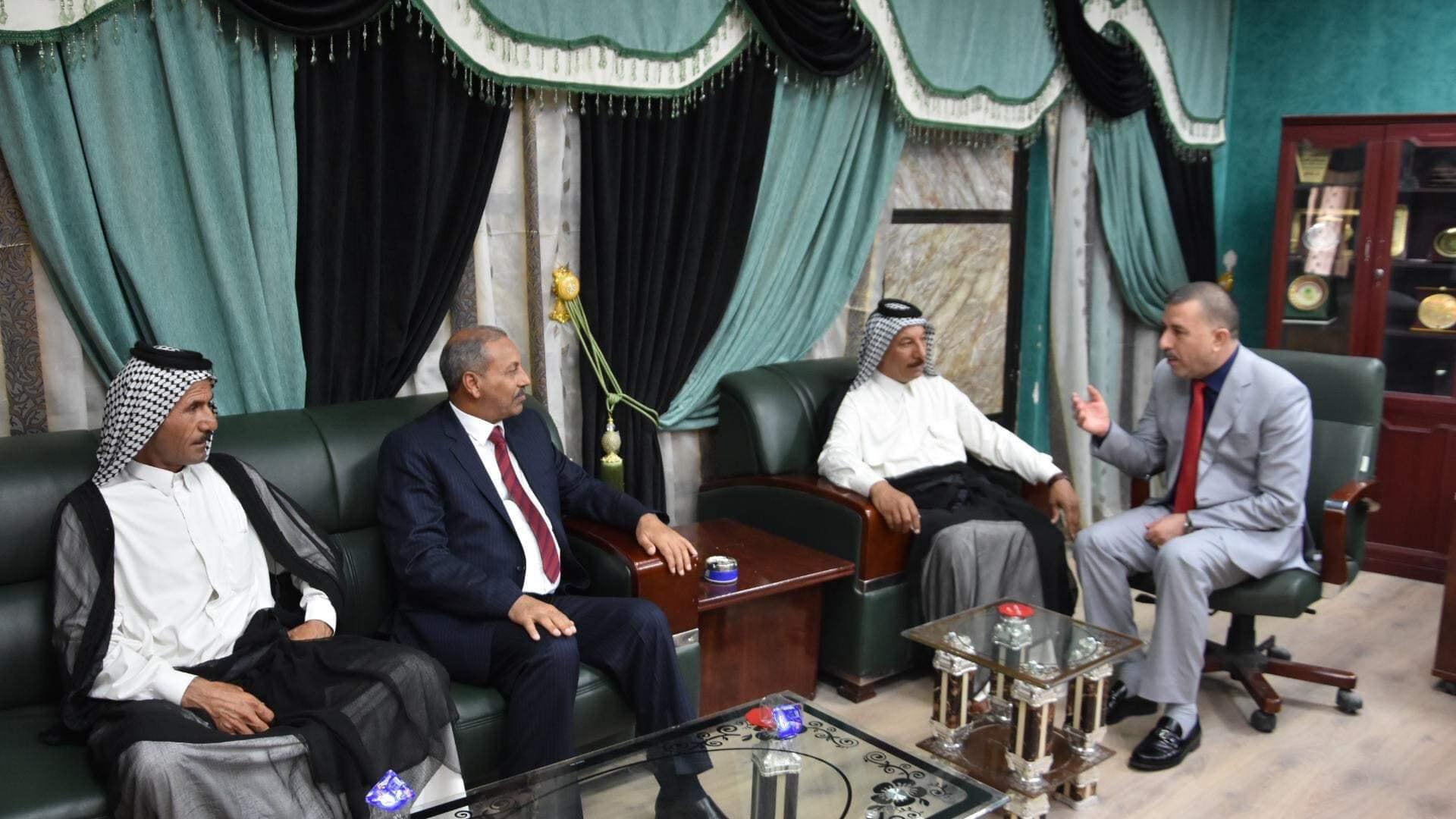 رئيس مجلس المحافظة يلتقي عدد من المواطنين لمناقشة مشكلاتهم ووضع الحلول المناسبة لها ورفع المعاناة عنهم